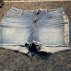 Sz 16 Torrid Short Shorts with silver stripe